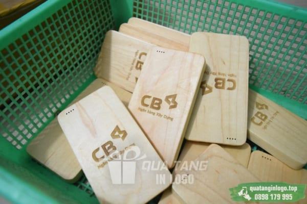 PGV 001 - Qua tang pin sac du phong in khac logo quang cao thuong hieu CB - Ngan hang Xay Dung (1)