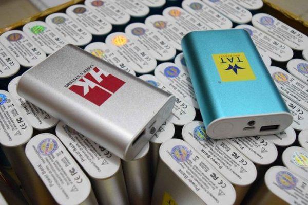 PKV 08 Pin sac du phong in logo lam qua tang su kien quang cao thuong hieu doanh nghiep