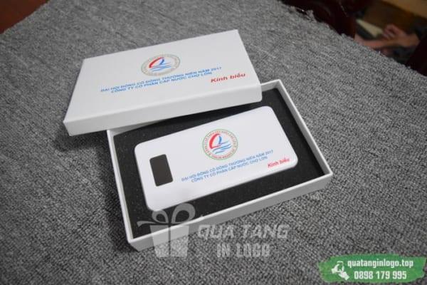 PNV 05 phan phoi qua tang pin sac du phong in logo quang cao thuong hieu doanh nghiep (1)