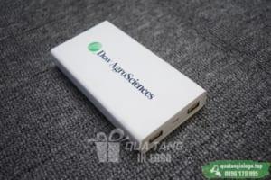 PNV 08 - Xiaomi 20.000mAh in logo lam qua tang khach hang quang cao cong ty (2)