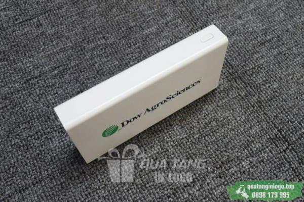 PNV 08 - Xiaomi 20.000mAh in logo lam qua tang khach hang quang cao cong ty (3)