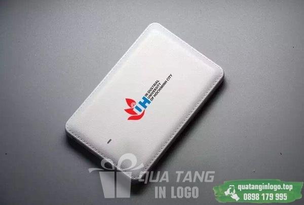 PNV 12 phan phoi qua tang pin sac du phong in logo cong ty lam qua tang khach hang quang cao doanh nghiep (3)