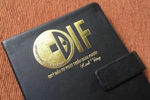 SDT 17 So tay quang cao bia da dan gay logo DIF ep kim vang xuong san xuat so da may chi in logo gia re lam qua tang quang cao (2)