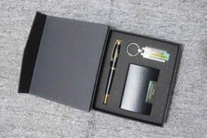 GST 06 - Giftset - Bo qua tang 3in1 USB-but kim loai-vi namecard khac logo in logo lam qua tang khach hang VIP quang cao thuong hieu doanh nghie (1)