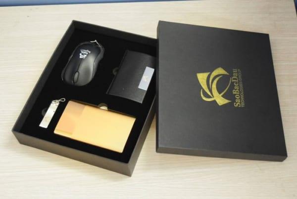 GST 11 – Giftset – Bộ Quà Tặng 4 in 1 (Chuột + Sạc dự phòng + USB + Hộp Namecard) in khắc logo làm bộ quà tặng công nghệ cho khách hàng VIP