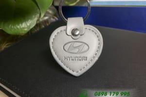 MKT 07 moc khoa da in logo hyundai hinh trai tim dap logo qua tang khach hang quang cao thuong hieu doanh nghiep