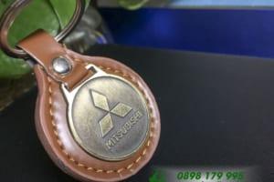 MKT 16 moc khoa Da kim loai duc logo dap logo Mitsubishi qua tang khach hang quang cao thuong hieu doanh nghiep_5