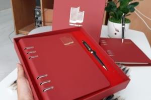 Bộ Quà Tặng (Sổ Tay Da Bìa Còng + Bút Kim Loại) in Khắc logo Doanh nghiệp THIEN PHAT SICC làm quà tặng khách hàng
