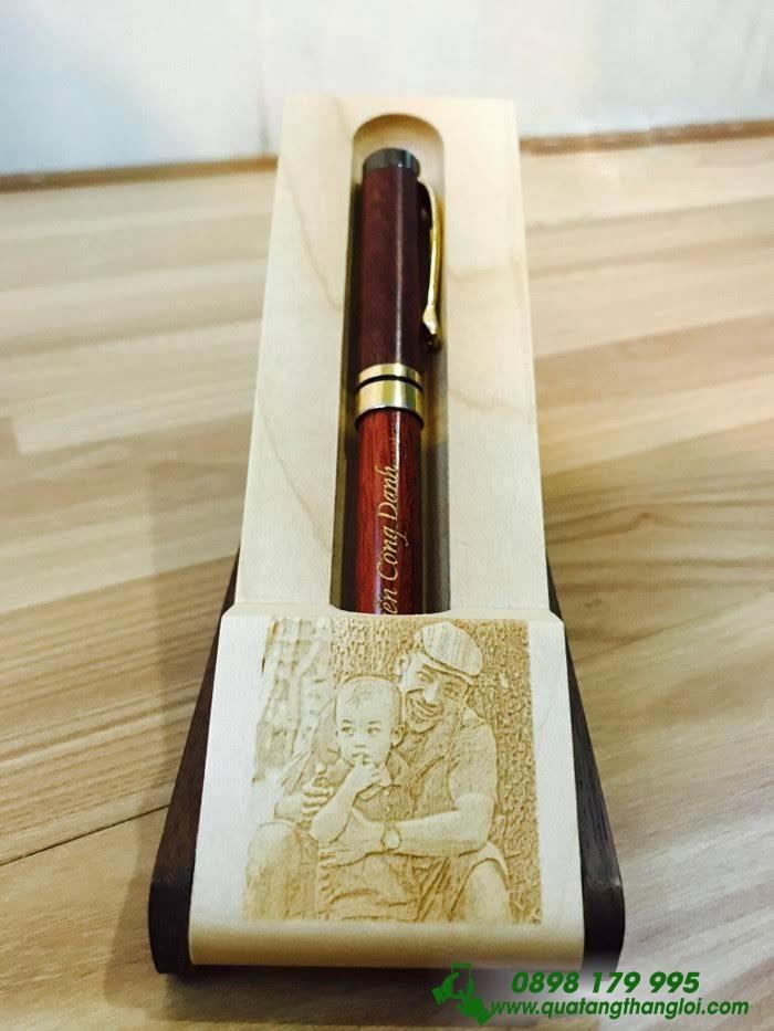 Bút Gỗ Xoay khoen Kim Loại Vàng khắc logo Doanh Nghiệp