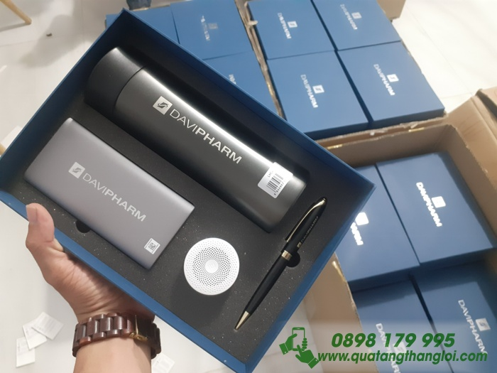 Bộ Quà Tặng(Pin SamSung+Bình Giữ Nhiệt Lock+Loa Bluetooth+Bút Kim Loại) Khắc logo DAVIPHARM làm quà tặng khách hàng