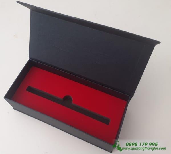 Hộp Đựng Bút Cao Cấp Nam Châm lót nhung đỏ ép kim logo Cathay Life